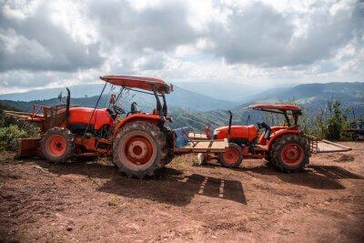 Cuadro Agricultor con cultivos de siembra de tractores