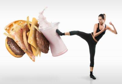Cuadro Ajustar joven luchando contra la comida rápida
