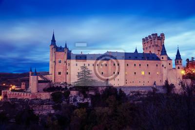 Alcázar de Segovia en el crepúsculo de noviembre