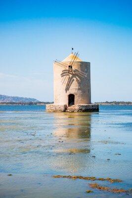 Ancien moulin à vent dans la laguna de Orbetello d'en Toscana