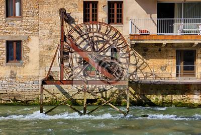 Ancien Moulin y una rueda a Ornans