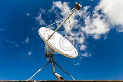 91bf24408e6e7 Antena parabólica blanca con el cielo azul pinturas para la pared ...