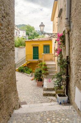 Cuadro Antigua calle en el casco antiguo de un pueblo del sur de Italia