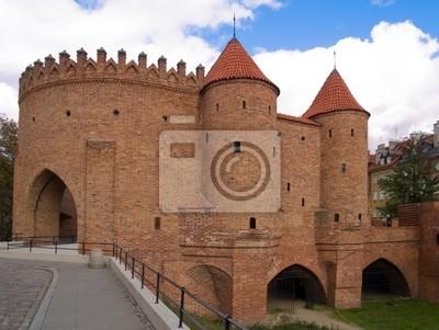 antigua fortaleza de ladrillo Barbakan en Varsovia, Polonia