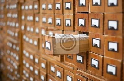 Cuadro Antiguo catálogo de fichas de madera con un cajón abierto