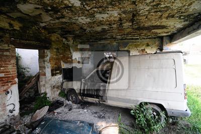 Antiguo destruyó coche