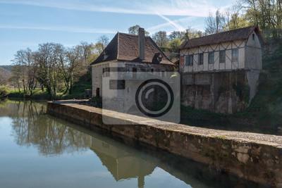 Antiguo moulin sobre el río Lot, à Saint Cirq Lapopie