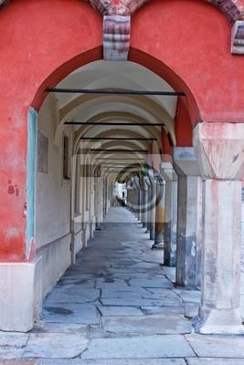 arco de edad de las casas antiguas en Poznan, Polonia