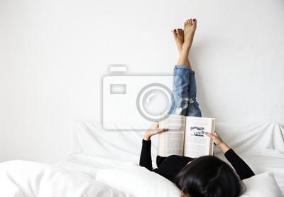 Cuadro Asia mujer leyendo el estilo de vida en casa