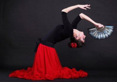 Cuadro Atractivo joven bailando flamenco español mujer sobre backg negro