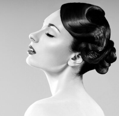 Cuadro bella mujer con el peinado profesional