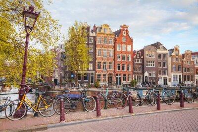 Cuadro Bicicletas aparcadas en un puente en Amsterdam