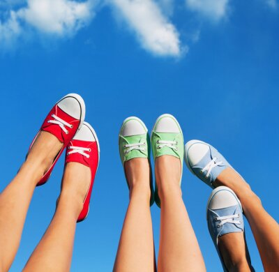 Cuadro Caminando por el cielo, el verano y el concepto de amistad
