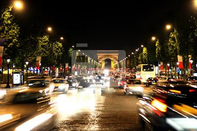 Campos Elíseos con el Arco del Triunfo en París