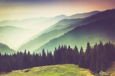 Cuadro Capas de la montaña y la neblina en los valles.