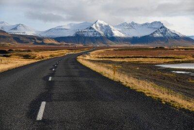 Cuadro Carretera vacía a principios de invierno de Islandia