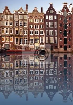 Cuadro casas típicas de Amsterdam se reflejan en el canal