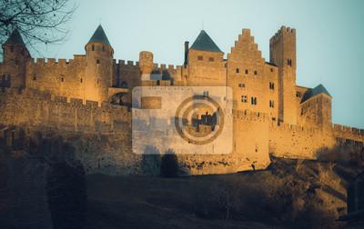Castillo medieval en Carcasona en la puesta de sol