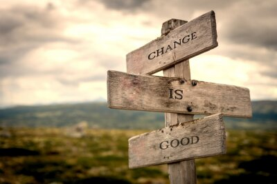 Cuadro Change is good quote on wooden signpost in nature with moody background. Motivational, move on, changes, choice, choices concept.