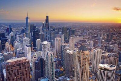 Cuadro Chicago. Vista aérea del centro de Chicago en el crepúsculo desde lo alto.
