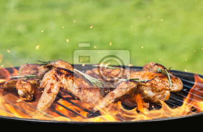 Cuadro Chicken wings on grill
