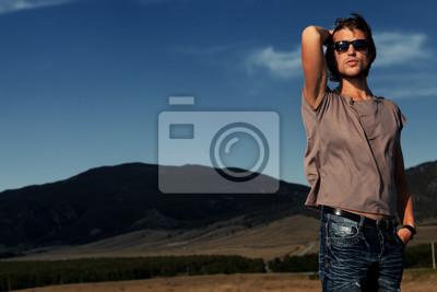 chico en jeans