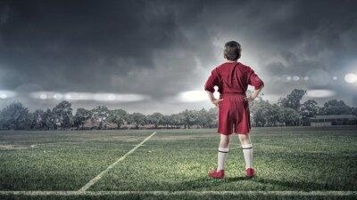 Cuadro Chico niño en el campo de fútbol
