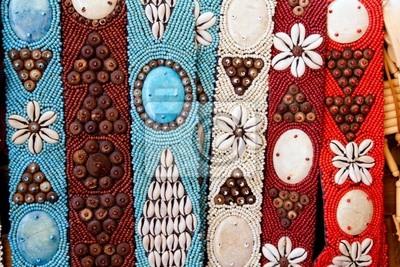 en stock precio limitado mas bajo precio Cuadro: Cinturones artesanales de colores con conchas de mar