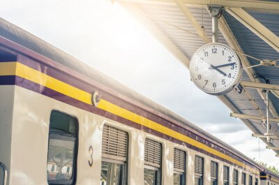Cuadro Classic urban analog clock in train station terminal. Concept photo of time, appointment, deadline, meeting, business, travel and schedule..
