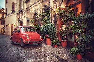 Cuadro Coche viejo culto de la vendimia estacionado en la calle por el restaurante, en