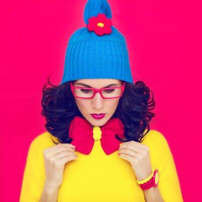 Cuadro colorido retrato chica divertida con un arco