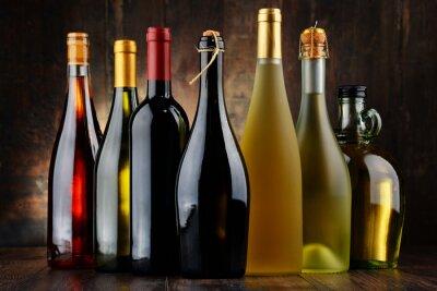 Cuadro Composición con una variedad de botellas de vino