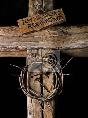 Corona De Espinas Y Clavos De Cristo Con Sangre En Cruz De Madera
