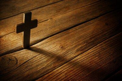 Cuadro Cruz de madera sobre fondo de madera