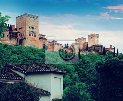 Dawn vista de las torres de Alhambra. Granada