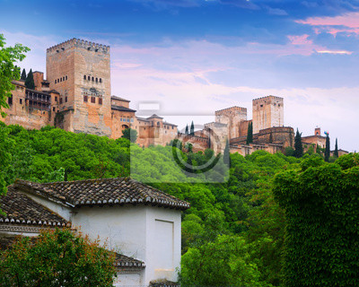 Dawn vista de las torres de la Alhambra. Granada