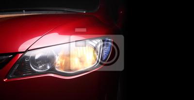 detalle de un coche deportivo de color rojo