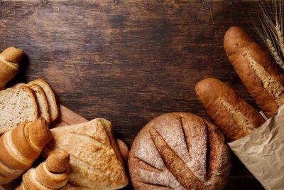 Cuadro Diverso pan sobre un fondo oscuro rústico