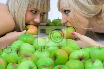 Dos niñas y Manzanas