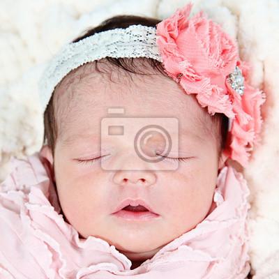 Dulce niña bebé recién nacido durmiendo pinturas para la pared ... f50655197ce