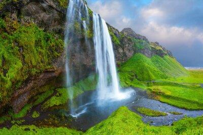 Cuadro El agua fluye a través de la corriente rápida
