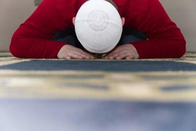 Cuadro El Hombre Musulmán Está Orando En La Mezquita