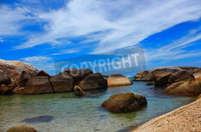 Cuadro El mar hermosa playa y agua clara de aire fresco La natación frío mar.