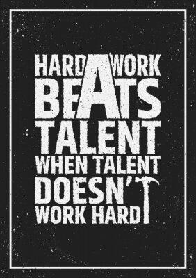 Cuadro El trabajo duro bate la cita inspiradora inspiradora del talento en fondo del grunge.