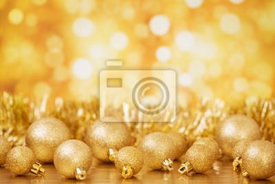 Escena de la Navidad con objetos de oro, fondo de oro