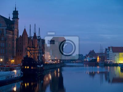 escena de la noche en el casco antiguo de Gdansk