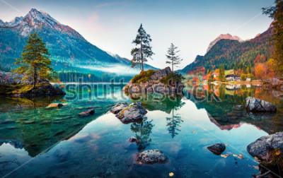 Cuadro Escena hermosa del otoño del lago Hintersee. Opinión colorida de la mañana de las montañas bávaras en la frontera austríaca, Alemania, Europa. Belleza del fondo del concepto de naturaleza.