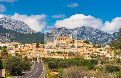 España Mallorca hermosa vista del pueblo mediterráneo Selva, Islas Baleares