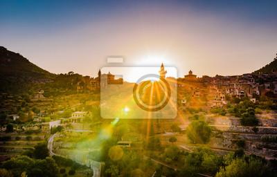 España Mallorca Valldemossa pueblo con puesta de sol
