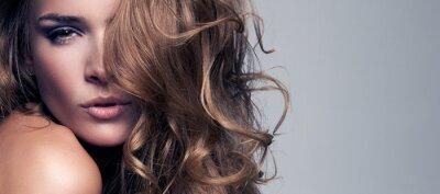 Cuadro estilo de moda retrato de mujer hermosa delicada